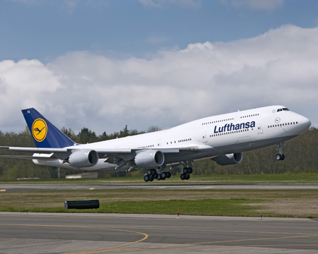Lufthansa takes delivery of the first passenger 747-8i