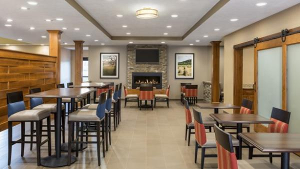 Comfort Suites Dining Area