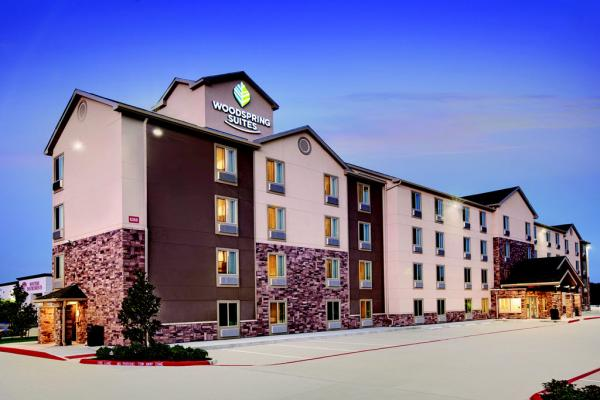 WoodSpring Suites Exterior