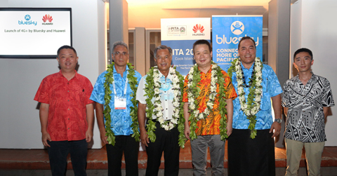 The Prime Minister of Cook Islands officiating the launch of Bluesky-Huawei 4.5G LTE-Advanced network solution with key representatives from both organisations.