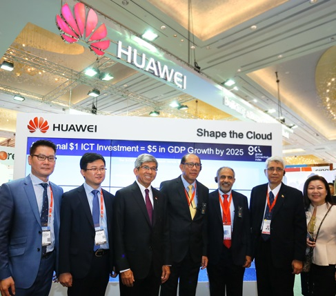 Lim Chee Siong - CSMO of Huawei Southern Pacific, Lei Hui – CEO of Huawei Singapore, Dr. Yaacob Ibrahim – Minister of Communications and Information, at the Huawei eco-Connect with attending Ministers from Brunei and Myanmar