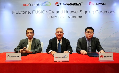 Raju Chellam - Vice President of Fusionex, Lau Bik Soon - Group Chief Executive Officer of REDtone International Berhad, and George Pan – Chief Technology Officer of Huawei Malaysia at the MoU signing ceremony.