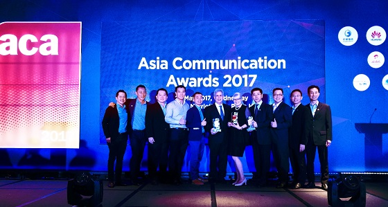 The Huawei team receiving 'Vendor Initiative of the Year', 'The Innovation' and 'The Green Technology' awards at the 7th Asia Communication Award 2017